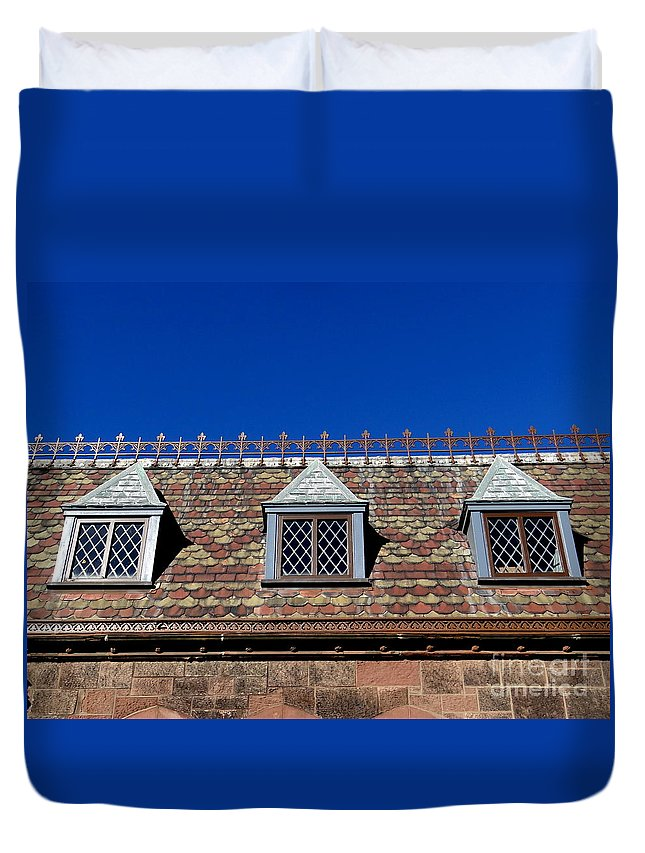 Windows Duvet Cover featuring the photograph Green-wood Roof by Ed Weidman
