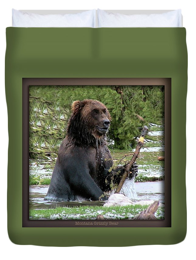 Animals Duvet Cover featuring the digital art Grizzly Bear 08 by Thomas Woolworth