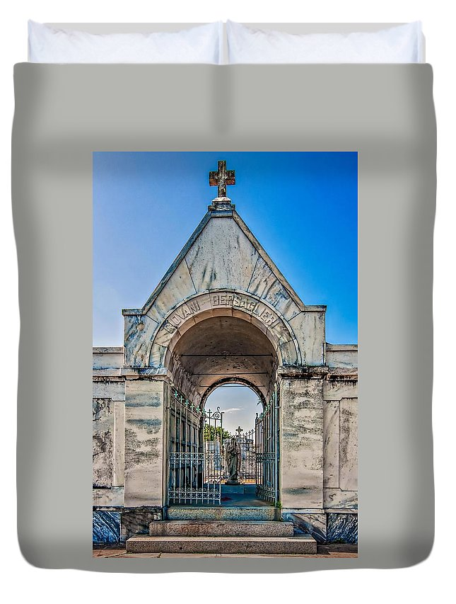 Metairie Cemetery Duvet Cover featuring the photograph Guardian Angel by Steve Harrington