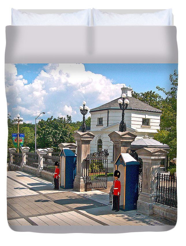Guards At Queen's Gate In Ottawa Duvet Cover featuring the photograph Guards At Queen's Gate In Ottawa-on by Ruth Hager