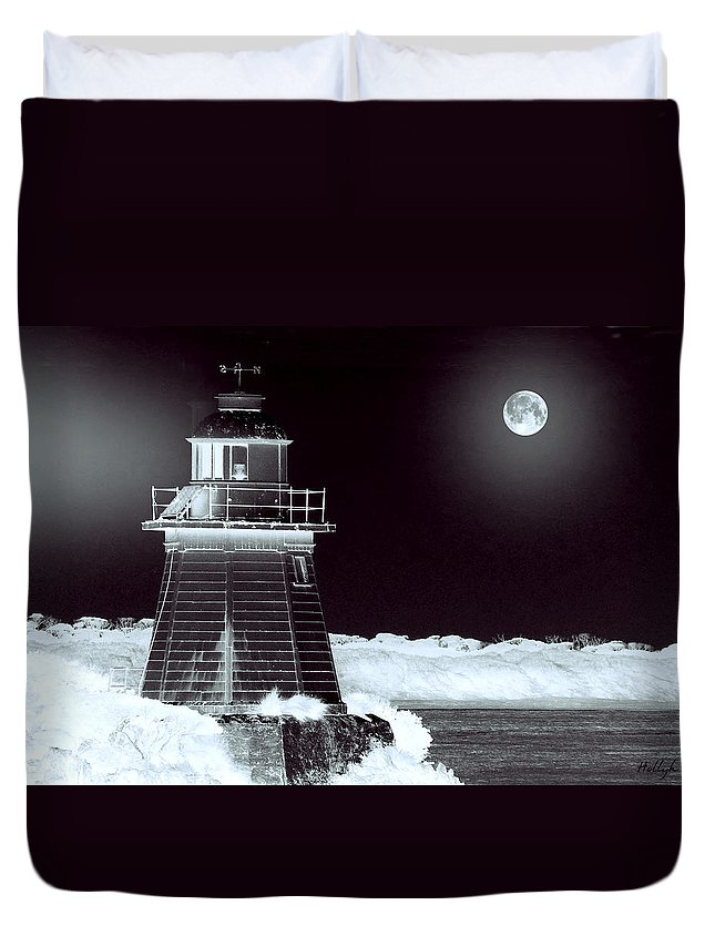 Landscapes Duvet Cover featuring the photograph Guiding Lights by Holly Kempe