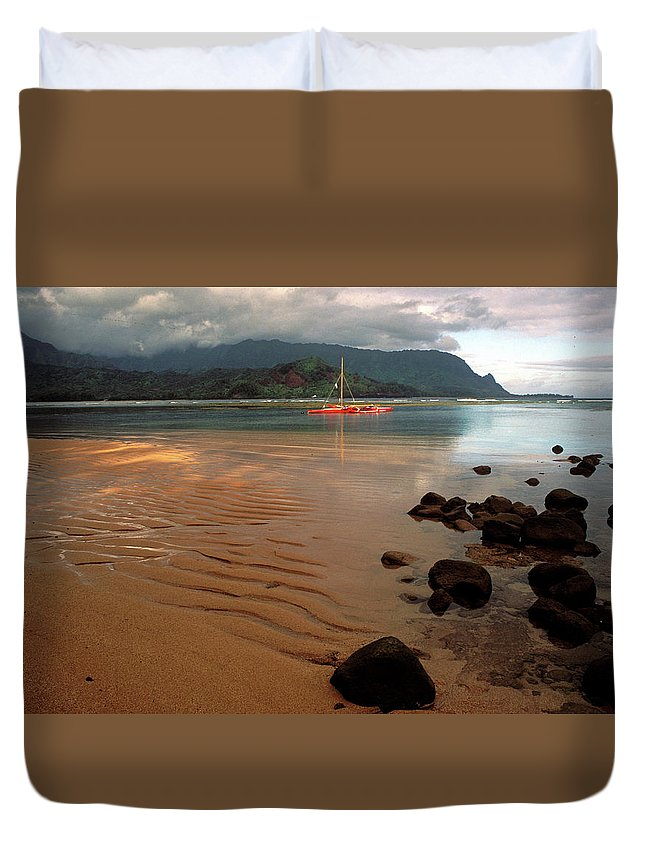 Hanalei Duvet Cover featuring the photograph Hanalei Bay At Dawn by Kathy Yates