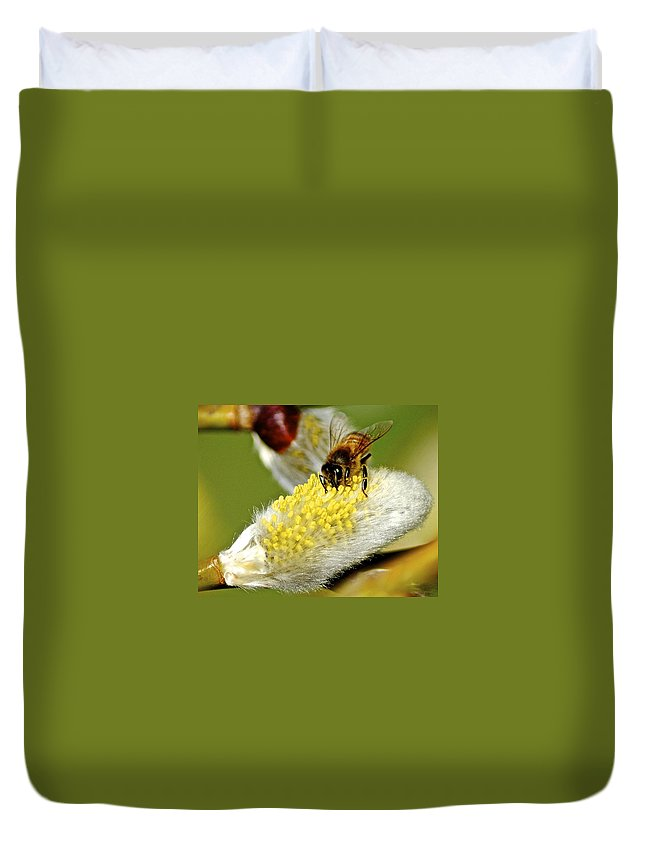 Flower Duvet Cover featuring the photograph Hard At Work by Frozen in Time Fine Art Photography