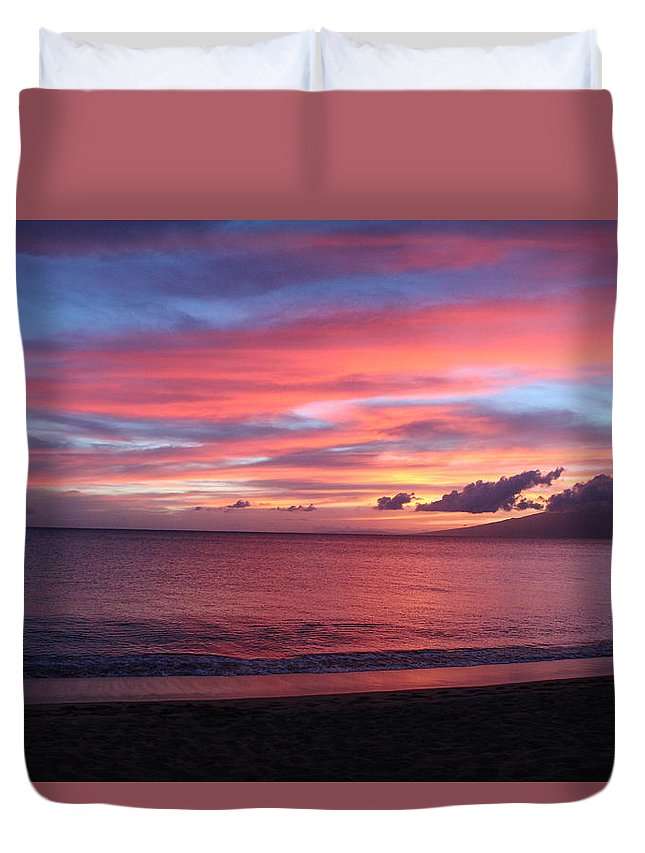 Hawaii Sunset Duvet Cover featuring the photograph Hawaii Sunset by Kevin Willms