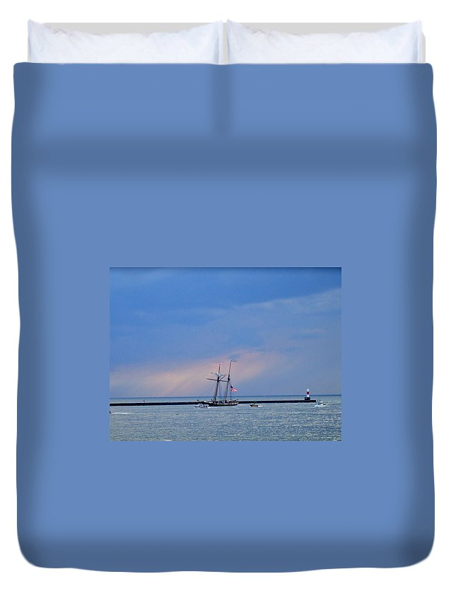 Large Duvet Cover featuring the photograph Heading Home by Susan Wyman