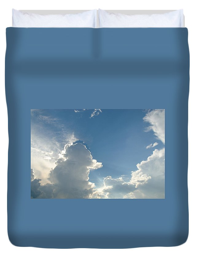 Cloud Duvet Cover featuring the photograph Heaven Above by Charles Beeler