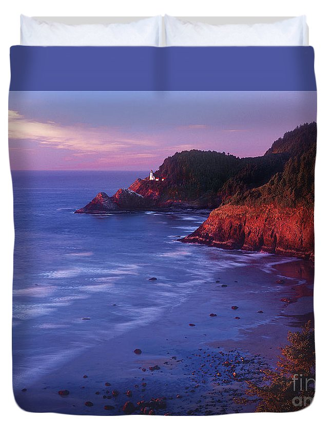 North America Duvet Cover featuring the photograph Heceta Head Lighthouse At Sunset Oregon Coast by Dave Welling