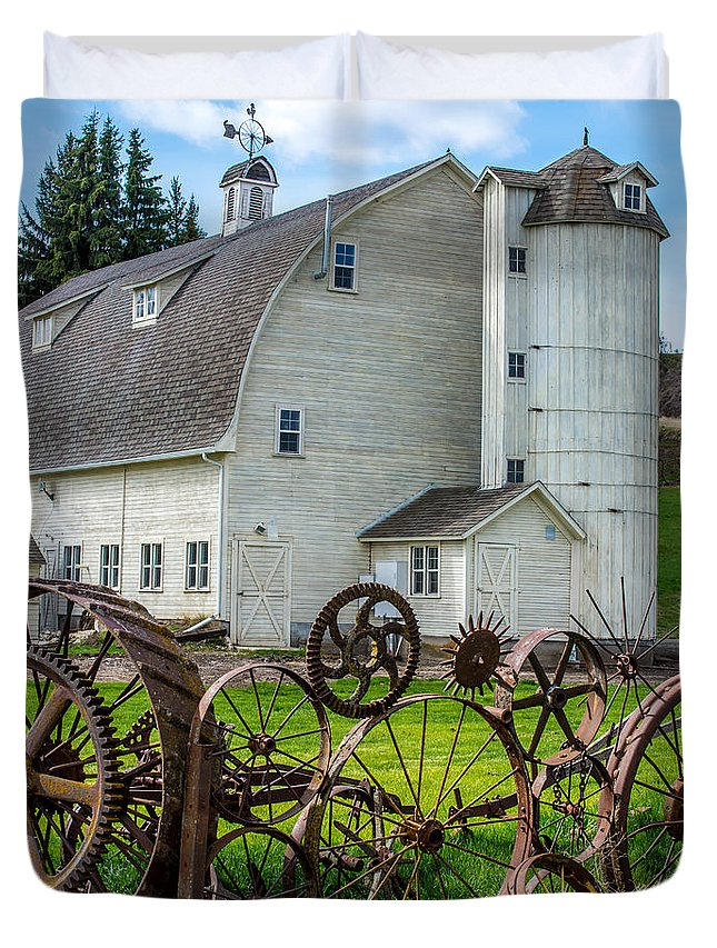 Uniontown Duvet Cover featuring the photograph Historic Uniontown Washington Dairy Barn by Gary Whitton