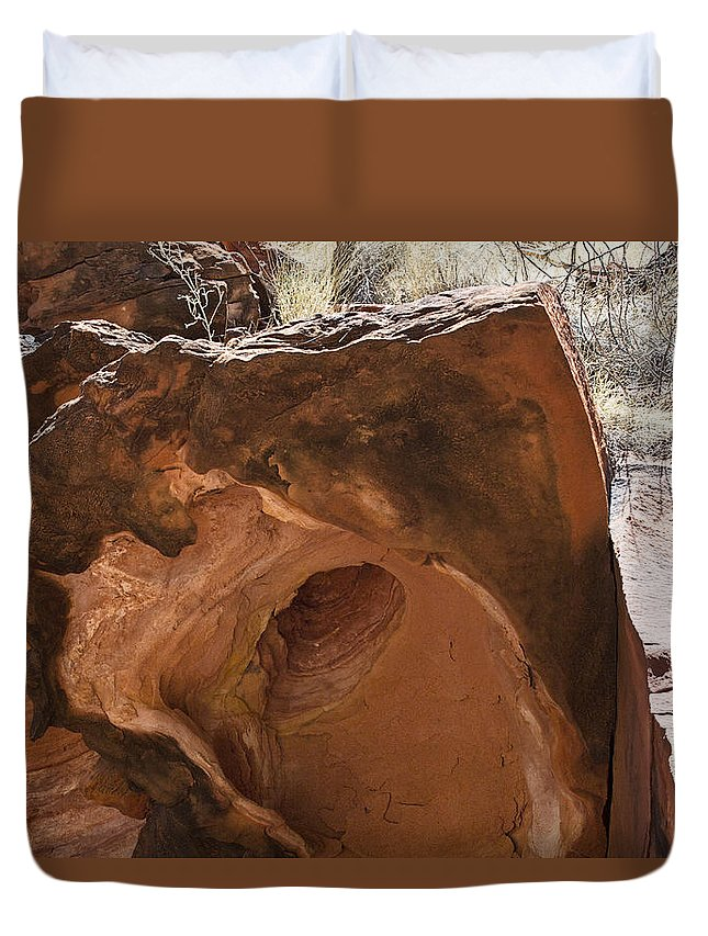 Kings Canyon Duvet Cover featuring the photograph Hole-in-one Rock by Douglas Barnard