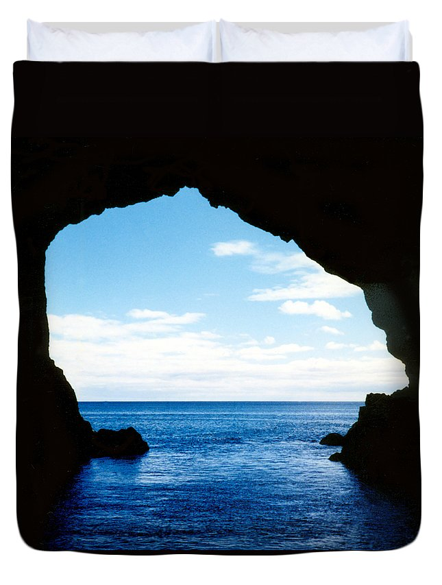 New Zealand Duvet Cover featuring the photograph Hole In The Rock Bay Of Islands Nz by Kurt Van Wagner