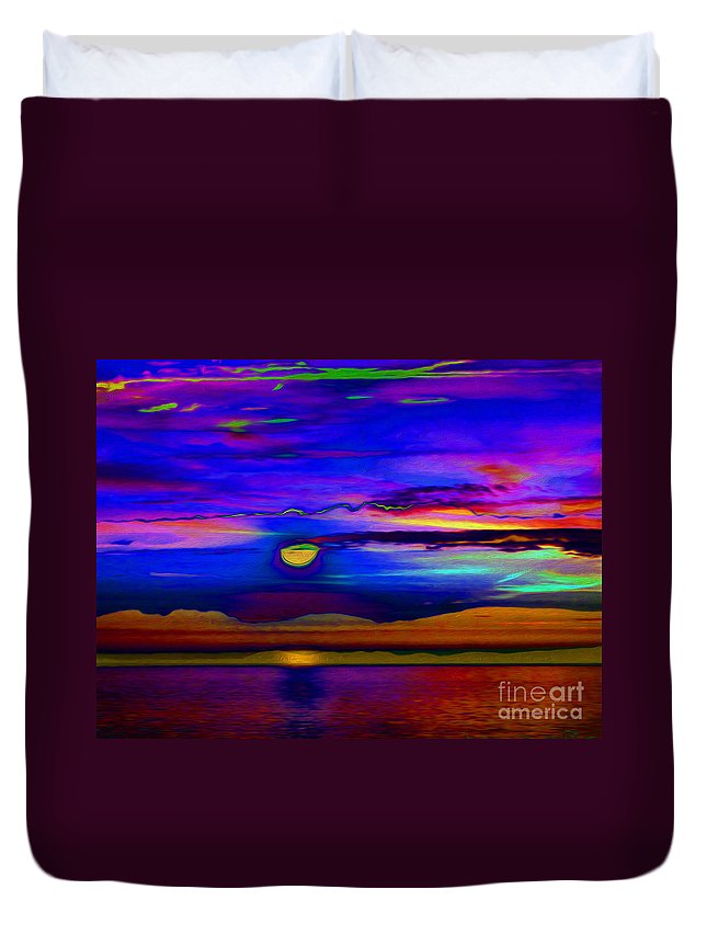Horizon Duvet Cover featuring the digital art Horizon by P Donovan