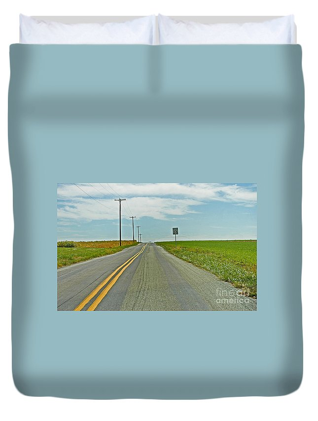 Scenic Tours Duvet Cover featuring the photograph Horizons by Skip Willits