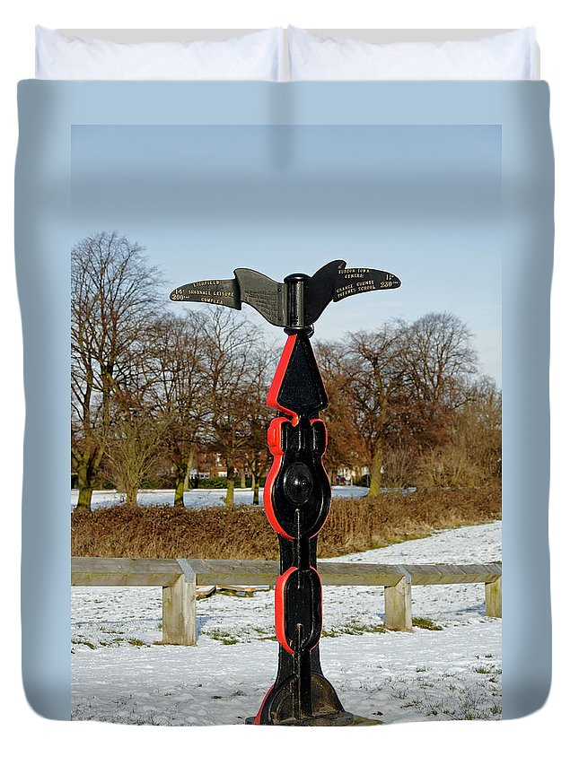 Burton On Trent Duvet Cover featuring the photograph Horninglow Linear Park Signpost by Rod Johnson