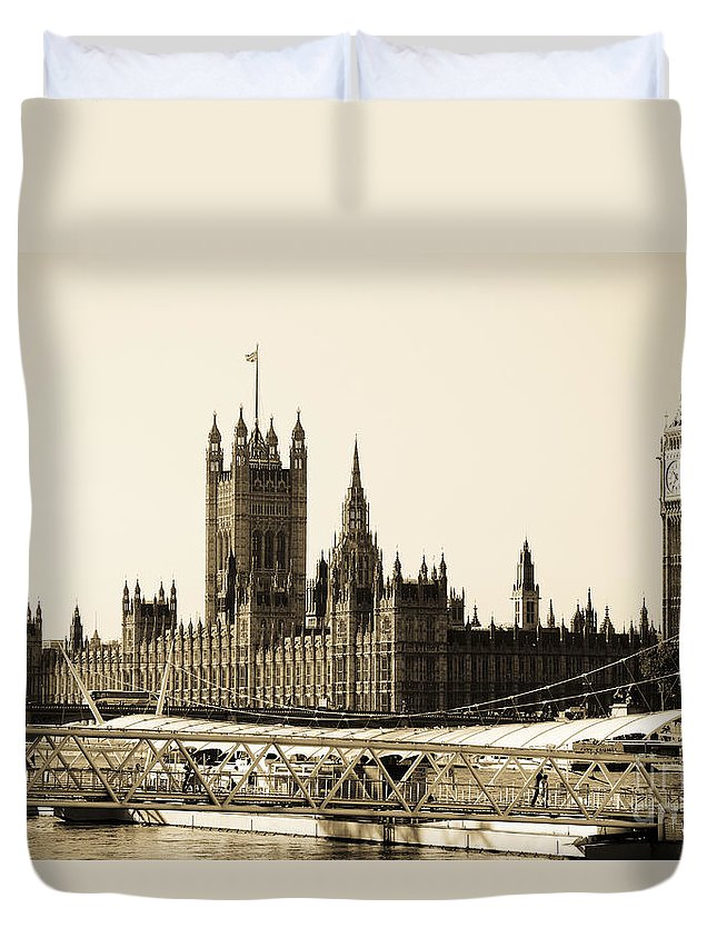Big Ben Duvet Cover featuring the photograph Houses Of Parliament by Lana Enderle