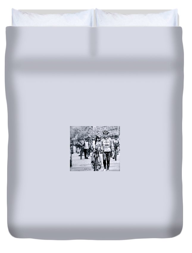 New York City Duvet Cover featuring the photograph I Got This by Terry Wallace