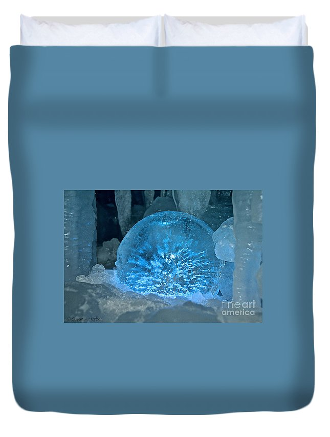 Ice Duvet Cover featuring the photograph Ice Entrapment by Susan Herber