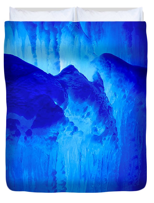 Lincoln Duvet Cover featuring the photograph Ice Is Nice by Greg Fortier