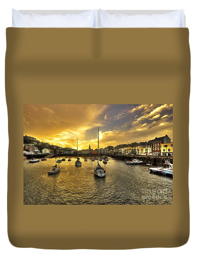 Ilfracombe Duvet Cover featuring the photograph Ilfracombe Harbour At Dusk by Rob Hawkins