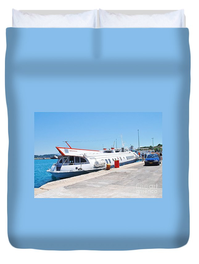 Hydrofoil Duvet Cover featuring the photograph Ilida II Hydrofoil At Kerkira by David Fowler