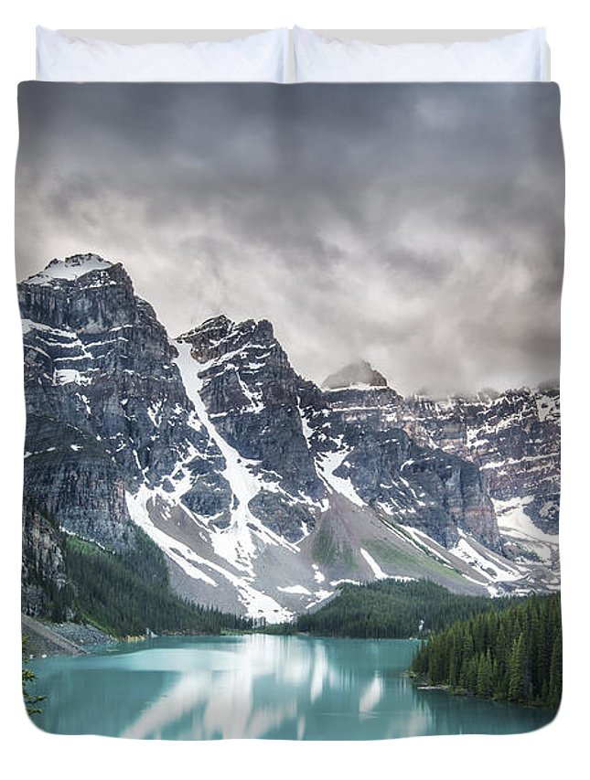 Horizontal Duvet Cover featuring the photograph Imaginary Waters by Jon Glaser