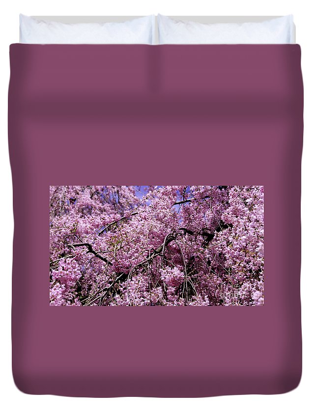 Tree Duvet Cover featuring the photograph In Bunches by Joe Geraci