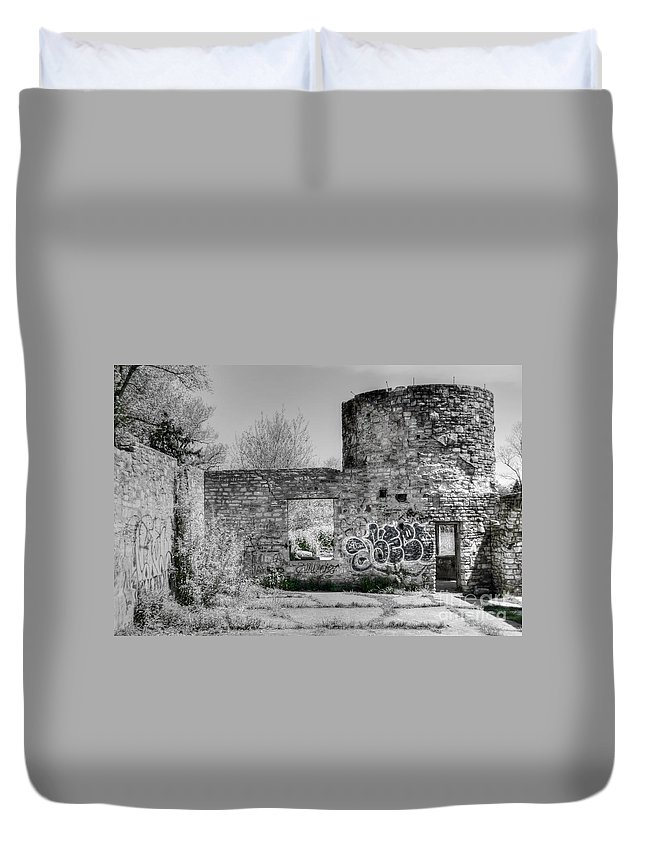 #boat #house #abandoned Duvet Cover featuring the photograph In Side The Boathouse by Kathleen Struckle