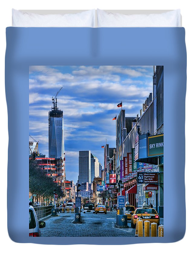1wtc Duvet Cover featuring the photograph Inspiring Chelsea by S Paul Sahm