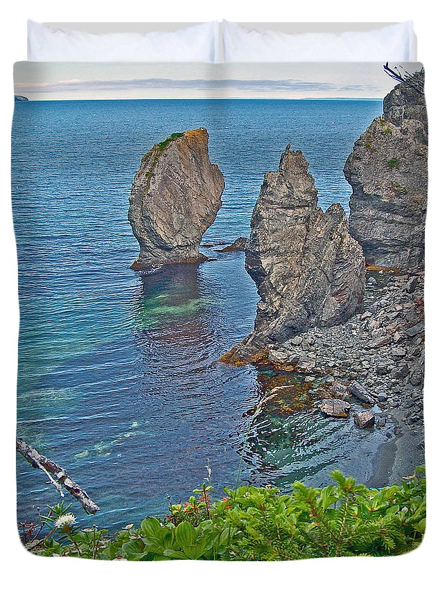 Interesting Rock Shapes In Trinity Bay Near Skerwink Trail Duvet Cover featuring the photograph Interesting Rock Shapes In Trinity Bay Near Skerwink Trail-nl by Ruth Hager
