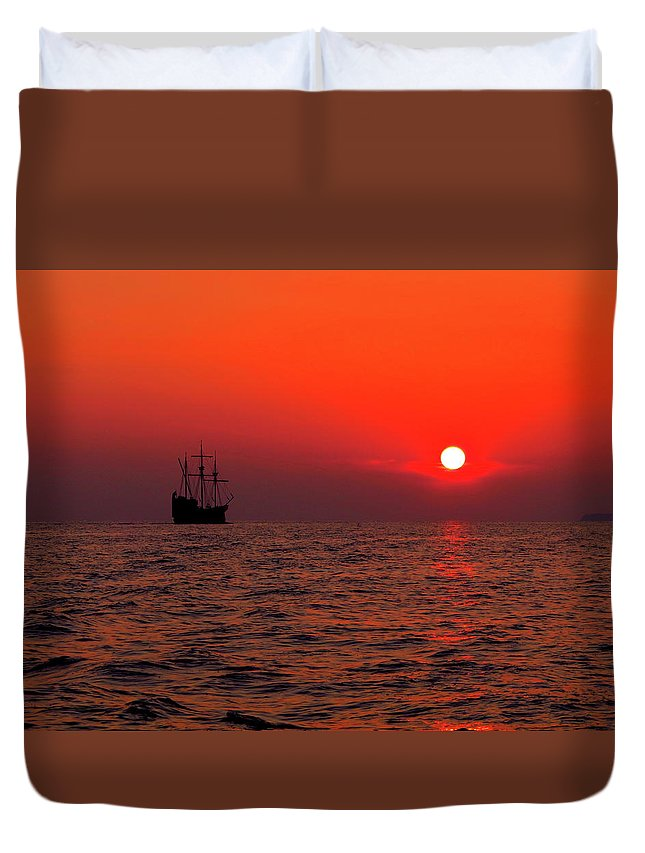 Sunset Duvet Cover featuring the photograph Into The Sunset by Douglas J Fisher
