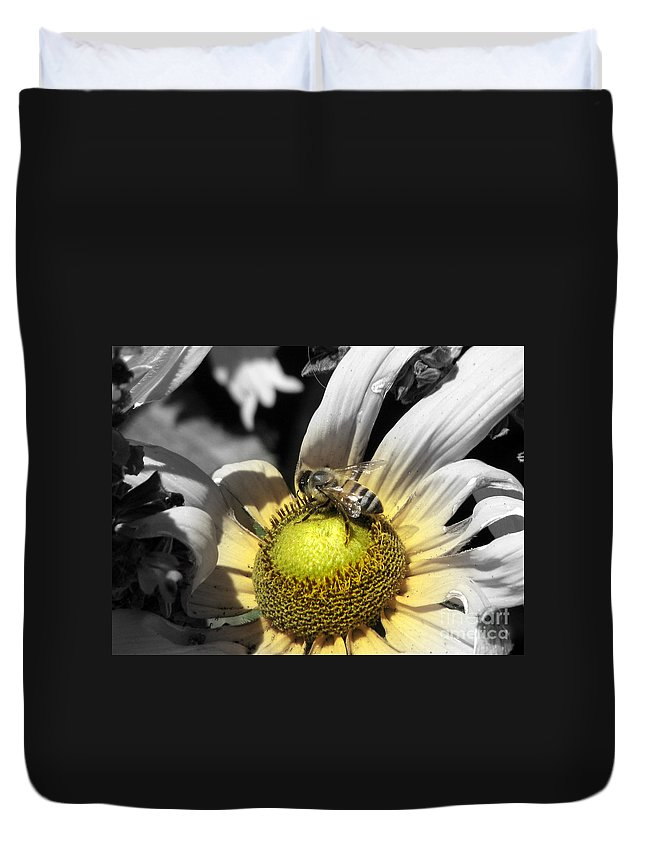 Daisy Duvet Cover featuring the photograph Invitation Accepted by C Ray Roth