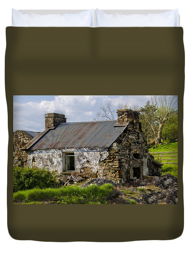 Irish Duvet Cover featuring the photograph Irish Cottage Ruins by Bill Cannon