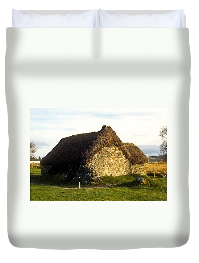 Irish Duvet Cover featuring the photograph Irish Hut by Douglas Barnett