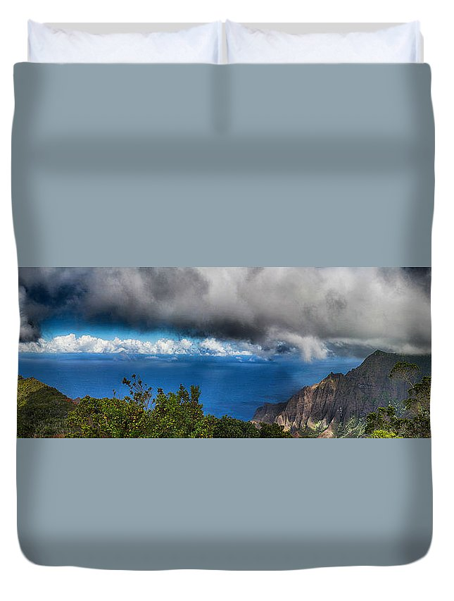 Kalalau Outlook Duvet Cover featuring the photograph Kalalau Outlook by Douglas Barnard