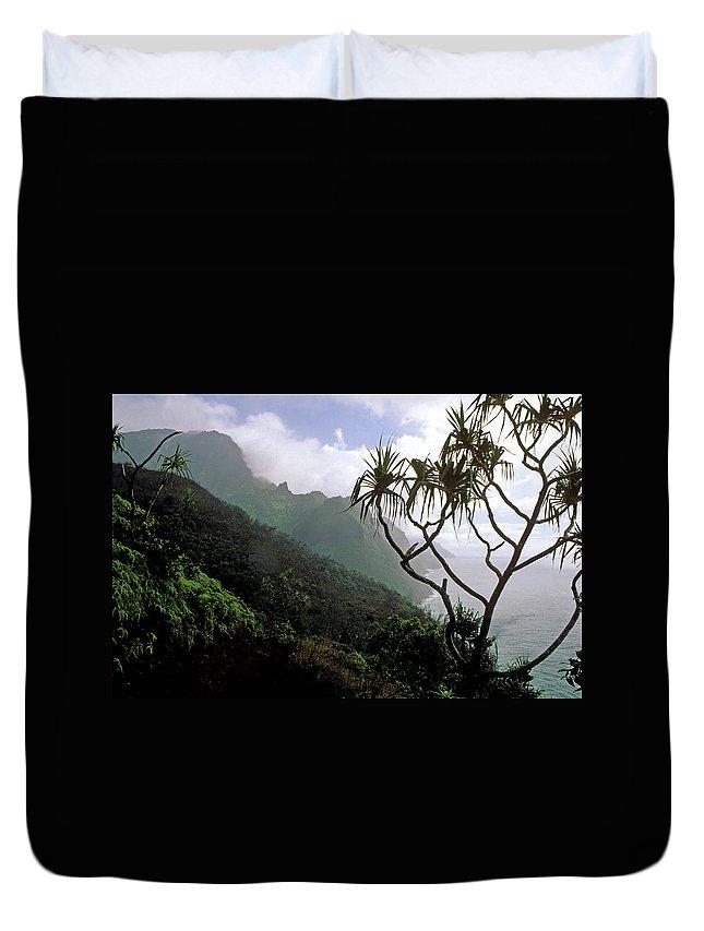 Kauai Duvet Cover featuring the photograph Kalalau Trail by Kathy Yates
