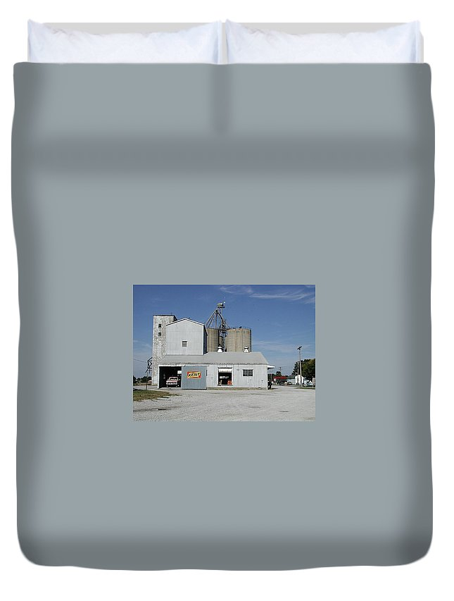 Elevator Duvet Cover featuring the photograph Kent by Joseph Yarbrough
