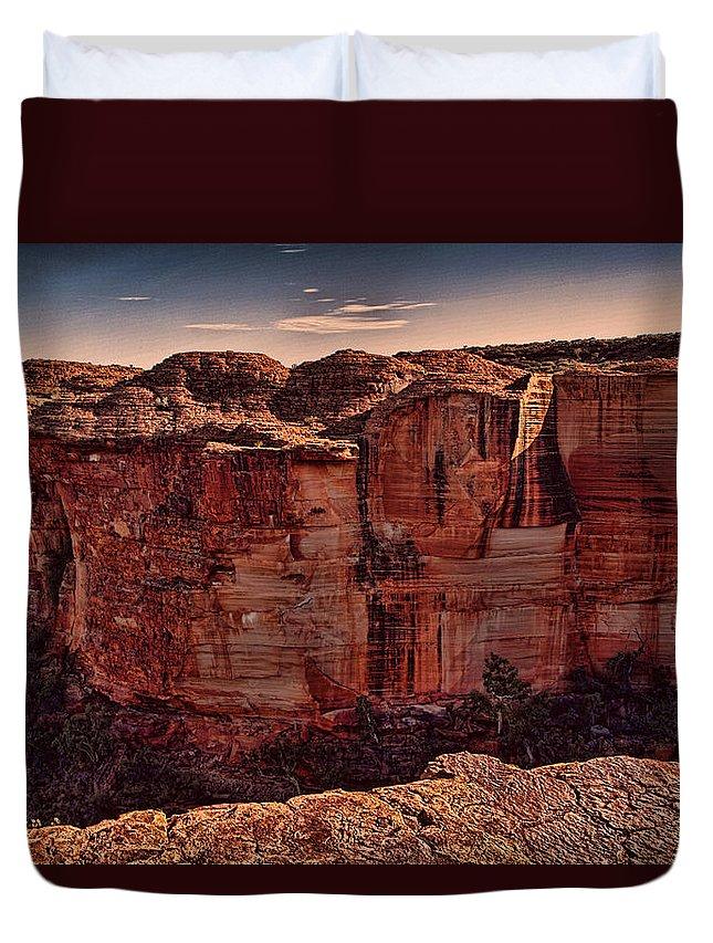 Kings Canyon Duvet Cover featuring the photograph Kings Canyon V13 by Douglas Barnard