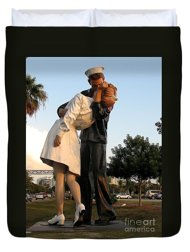 Kissing Sailor Duvet Cover featuring the photograph Kissing Sailor At Dusk - The Kiss by Christiane Schulze Art And Photography