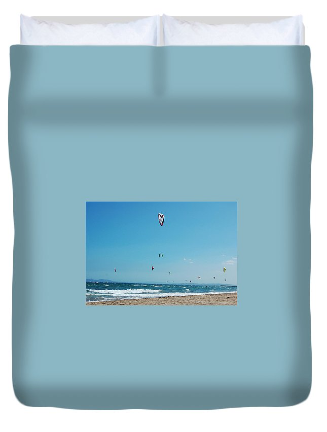Kite Surf Duvet Cover featuring the photograph Kitesurf Lovers by Gina Dsgn