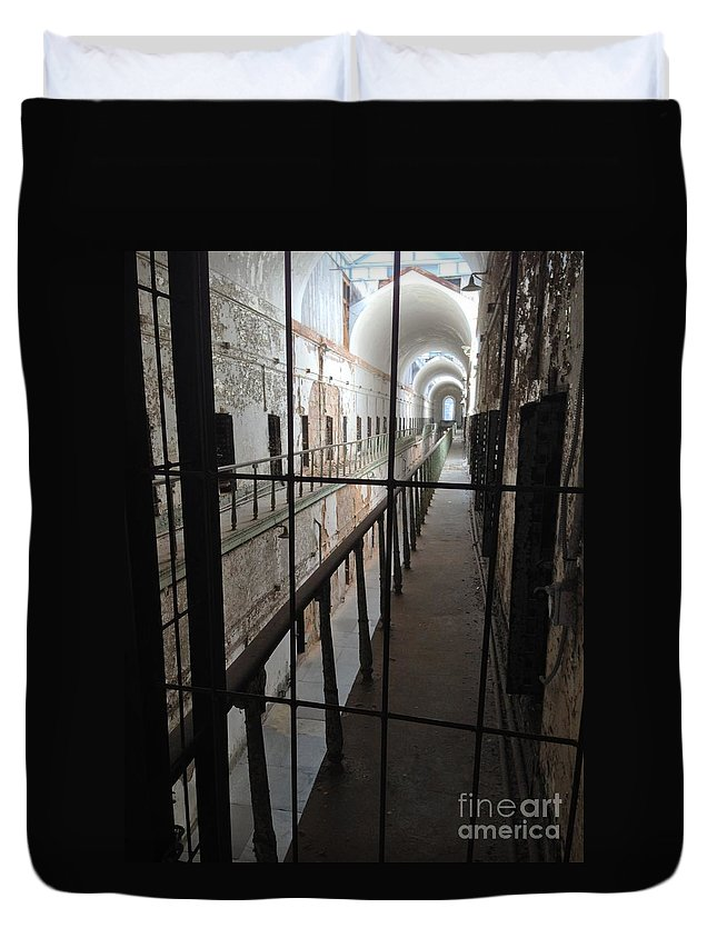 Eastern State Penitentiary Duvet Cover featuring the photograph Knrn0402 by Henry Butz