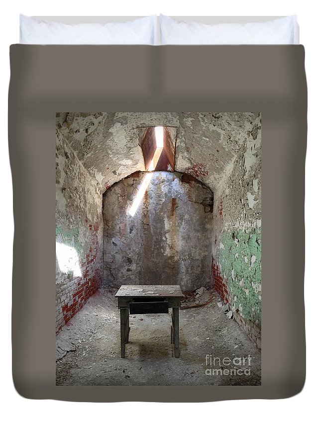 Eastern State Penitentiary Duvet Cover featuring the photograph Knrn0404 by Henry Butz