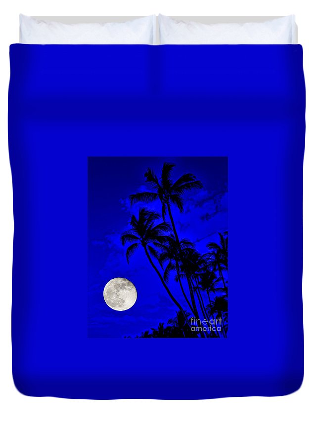 David Lawson Photography Duvet Cover featuring the photograph Kona Moon Rising by David Lawson