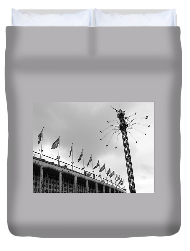 Black And White Duvet Cover featuring the photograph Kopenhavn De Tivoli Gardens 32 by Jeff Brunton