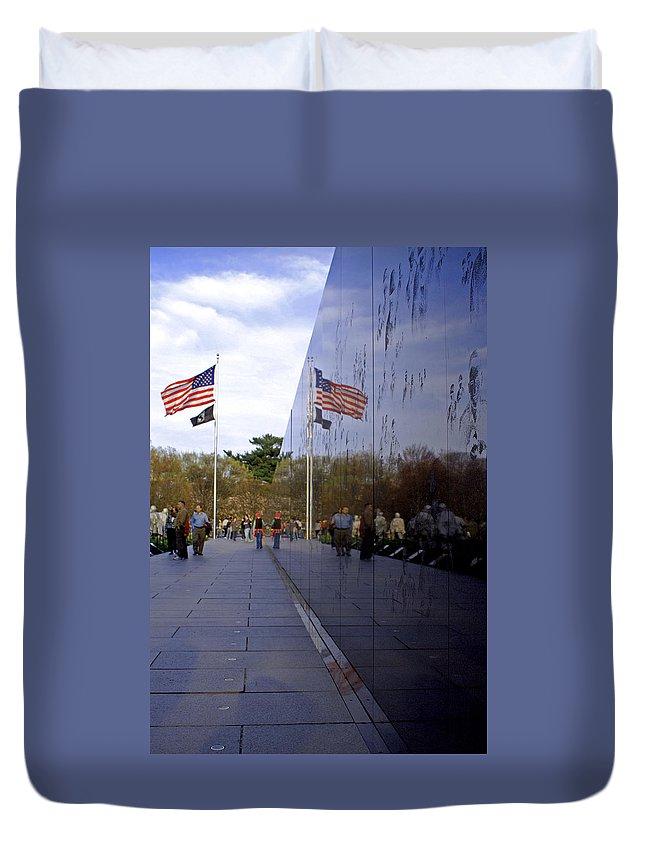 Washington D.c. Duvet Cover featuring the photograph Korea Memorial by Pablo Rosales