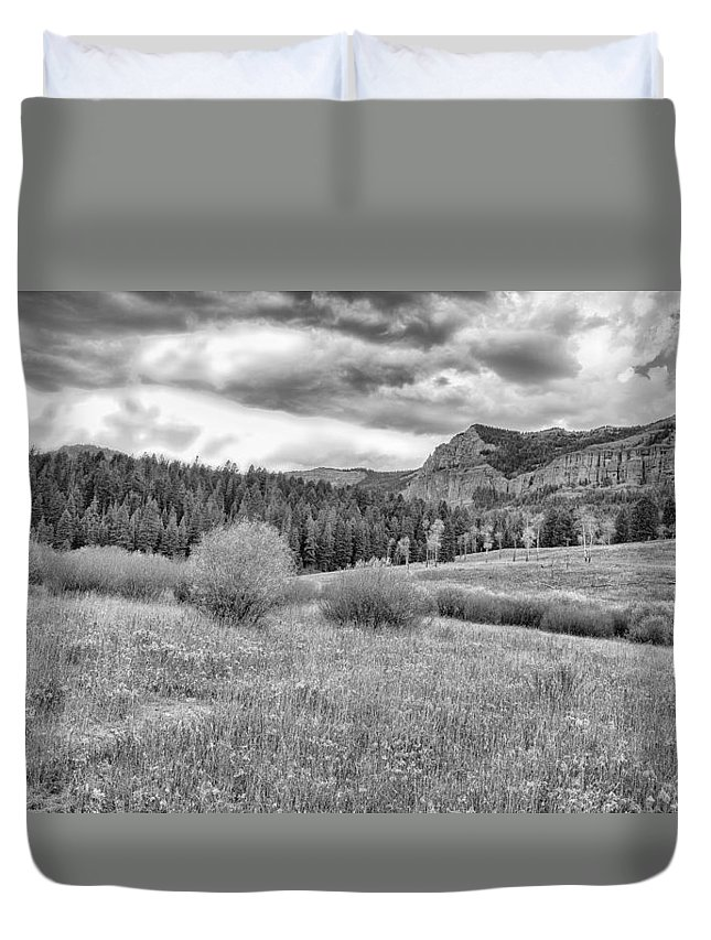 Lamar Valley Duvet Cover featuring the photograph Lamar Valley Looking Towards Specimen Ridge Bw- Yellowstone by Belinda Greb