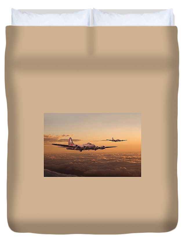 Aircraft Duvet Cover featuring the digital art Last Home by Pat Speirs