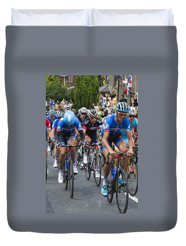 Tour De France Duvet Cover featuring the photograph Le Tour De France 2014 - 2 by Chris Smith