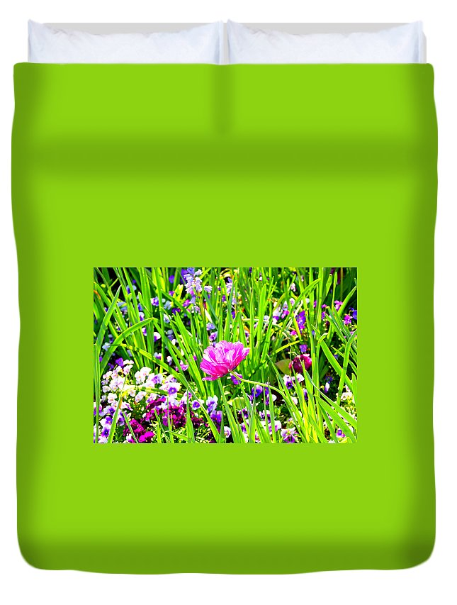 Flower Duvet Cover featuring the photograph Leaning Into The Sun by Tina Meador