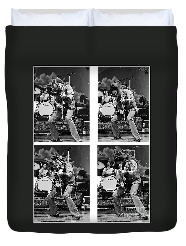 Lenny Kravitz Duvet Cover featuring the photograph Lenny Kravitz-gp20 by Timothy Bischoff