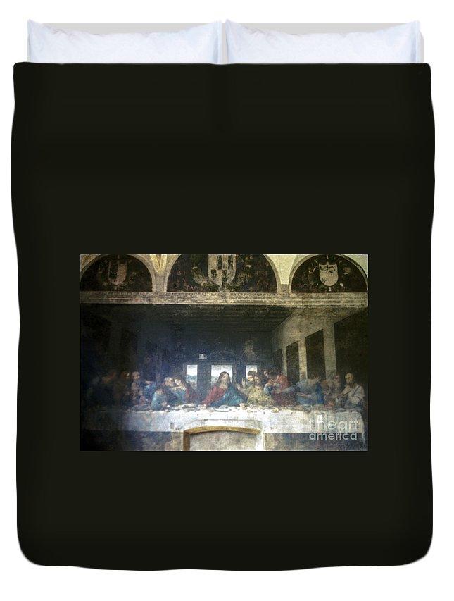 Leonardo Da Vinci's Last Supper Painting Paintings Artwork Mural Murals Milan Italy Santa Maria Delle Grazie Landmark Landmarks Masterpiece Masterpieces Duvet Cover featuring the photograph Leonardo Da Vinci's Last Supper by Bob Phillips