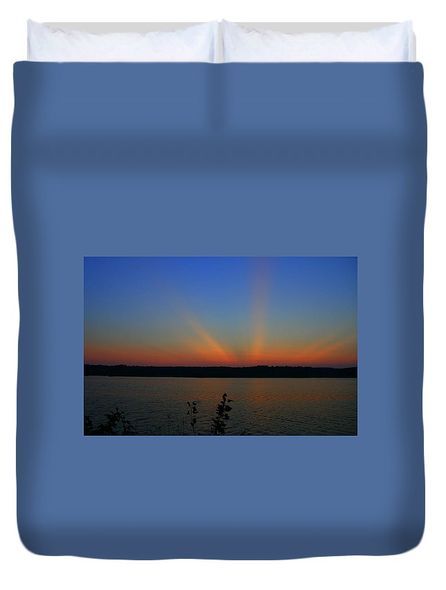 Sunset Art Duvet Cover featuring the photograph Liberty Sunset At West Thompson Lake by Neal Eslinger